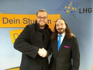 Simon Kell gratuliert Ace Dahlmann zur Wahl als Pressesprecher (Foto: privat)
